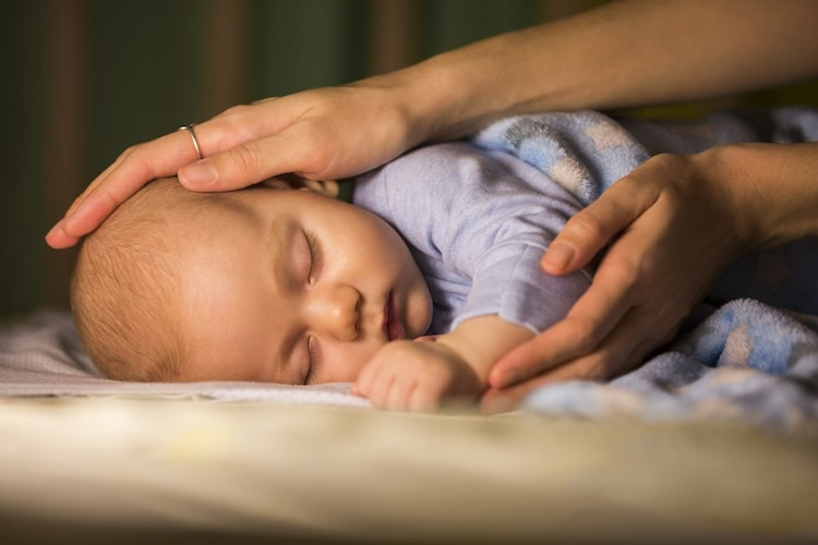 使用の注意点|授乳クッションの上で深く寝入ったあとは布団へ移動を