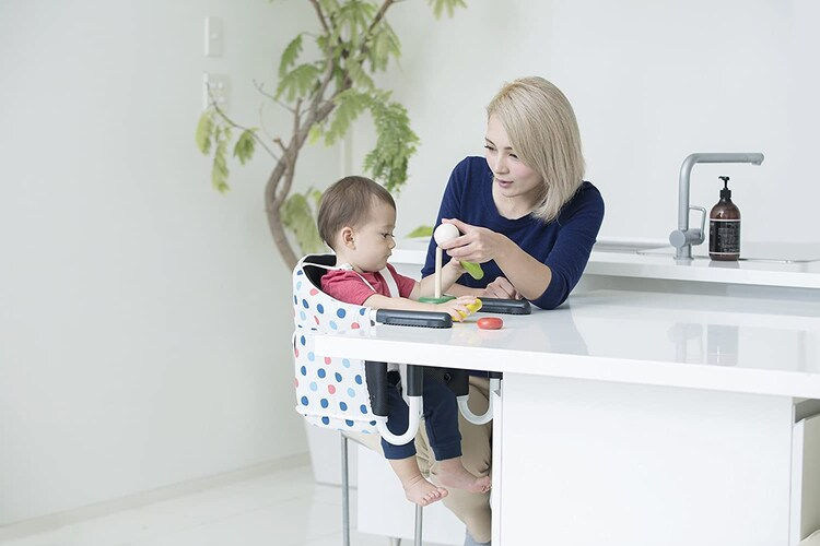 テーブルチェア|小さく軽いので持ち運びに便利