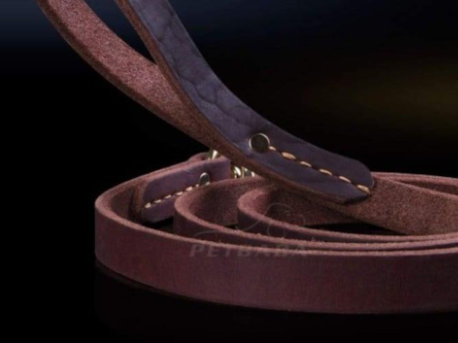 ・革製は丈夫で、使えば使うほどに味わいが出てくる