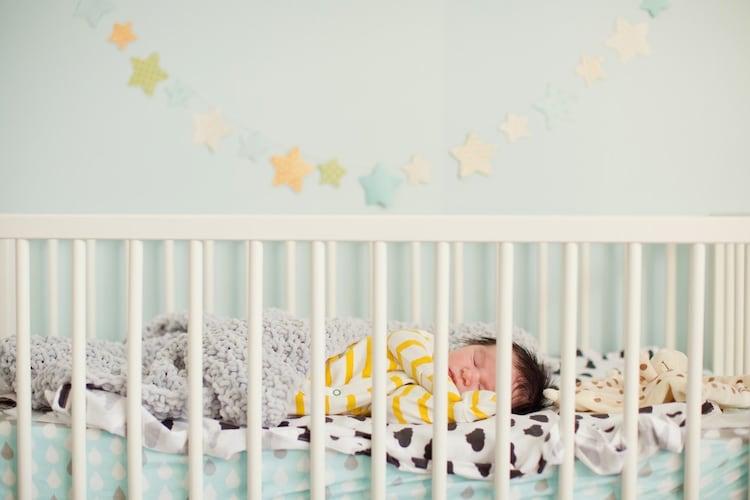 【ベビーベッドの必要性】赤ちゃんを安全に寝かせられる