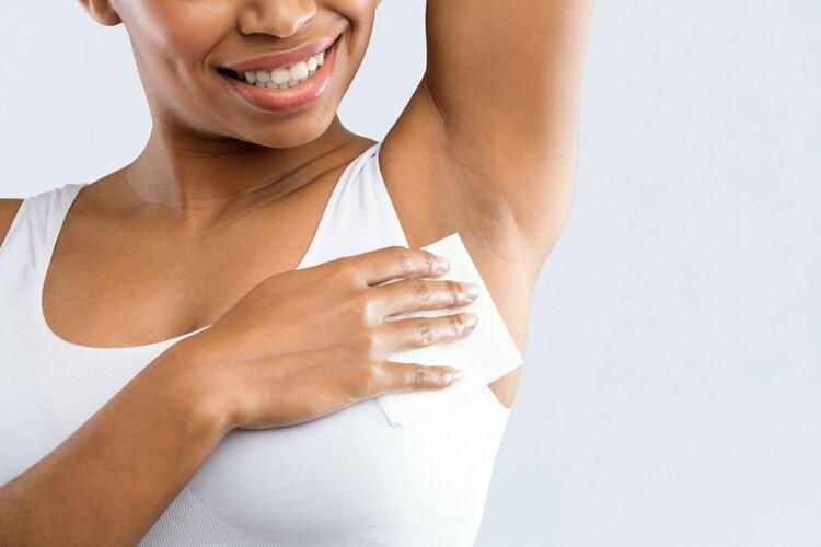【汗拭きシートの使い方】その他の制汗剤との併用がおすすめ