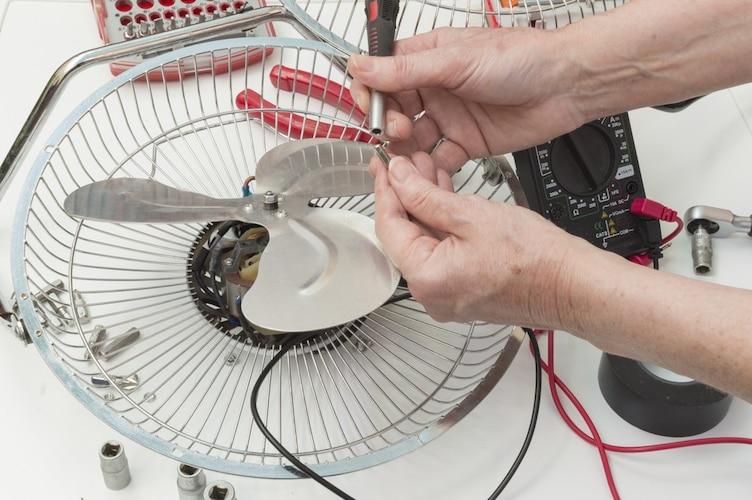 扇風機の故障・修理はどこに依頼する?