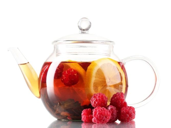 ホット ティーポッドにドライフルーツと茶葉を入れるだけ