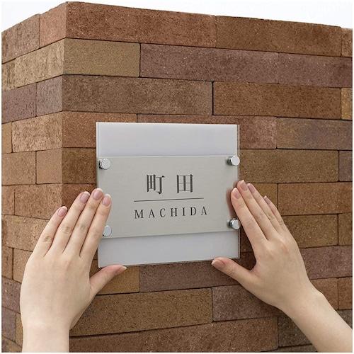 【多用途】重さのあるものの接着や、垂直面、凹凸のある面での接着に