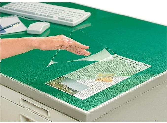 透明度 書類を挟むなら「透明タイプ」、反射を抑える「半透明タイプ」
