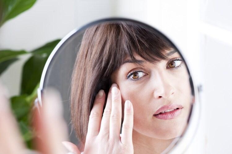 成分|目元の乾燥が気になるなら美容液配合がおすすめ
