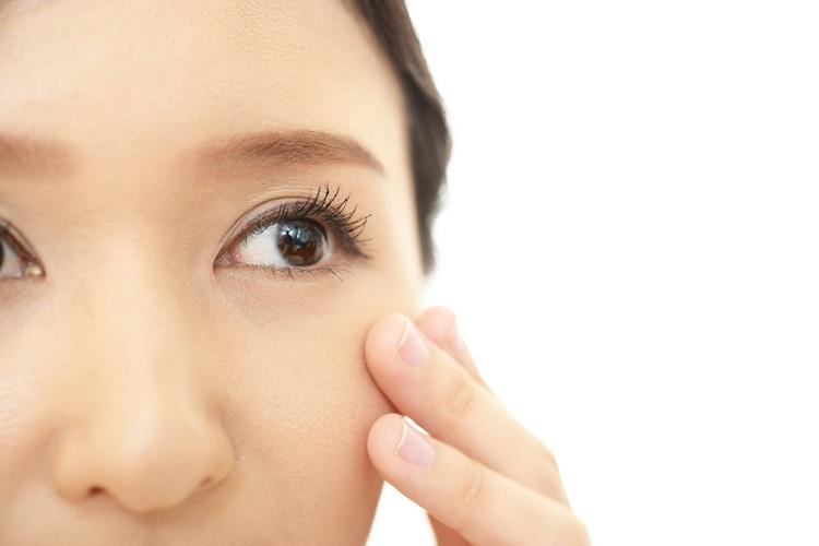 成分 目元の乾燥が気になるなら美容液配合のものがおすすめ