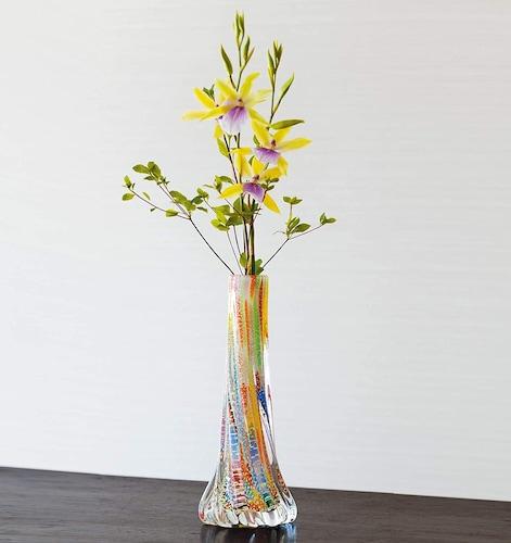 形状 花が安定する口径の狭いもの、倒れにくいものがおすすめ