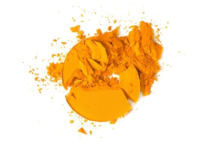 ・イエベはオレンジ、サーモンピンクなど黄みがかった色がぴったり