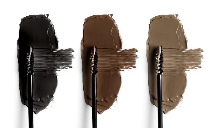 カラー|ナチュラルなものなら透明、ボリュームを出すなら黒など使いやすい色だと◎