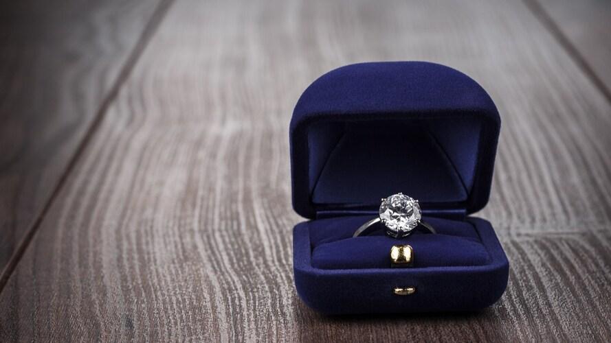 1.指輪やネックレスなどのアクセサリー