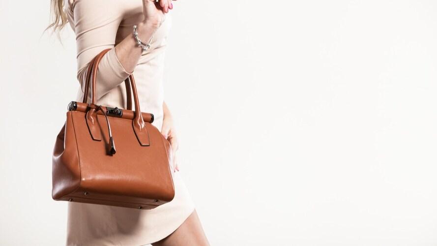 2.バッグや財布などのファッション小物