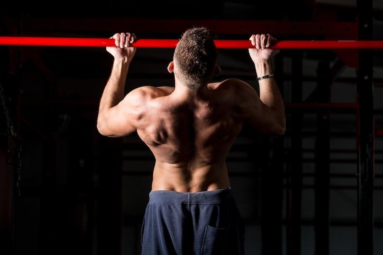 ▼逆手懸垂(チンアップ)|太い腕・力こぶをつくる