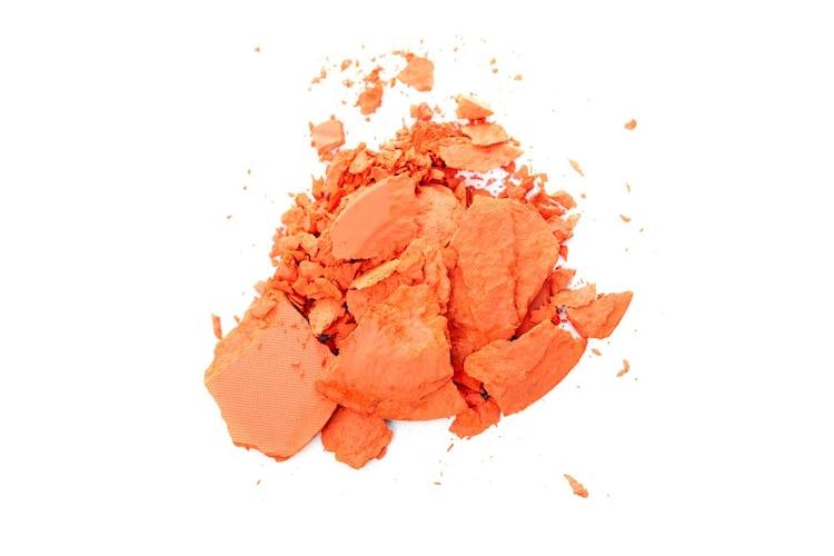 ・イエベの方はオレンジや赤系の朱色など黄色混じりのものがおすすめ