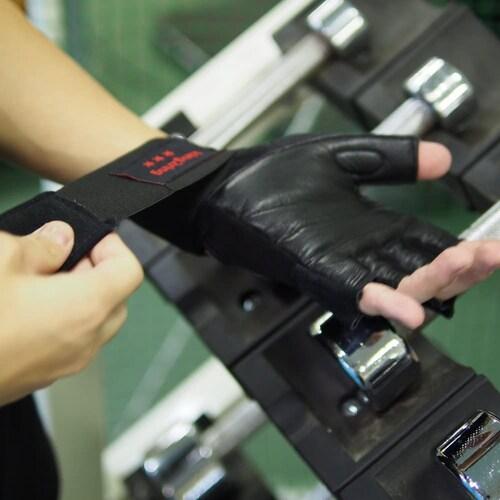手首をロックし、怪我から守る|筋肉を痛めるのを防止
