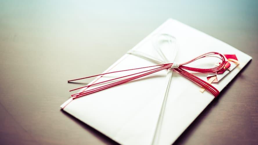 熨斗(のし)|蝶結びで紅白のものを
