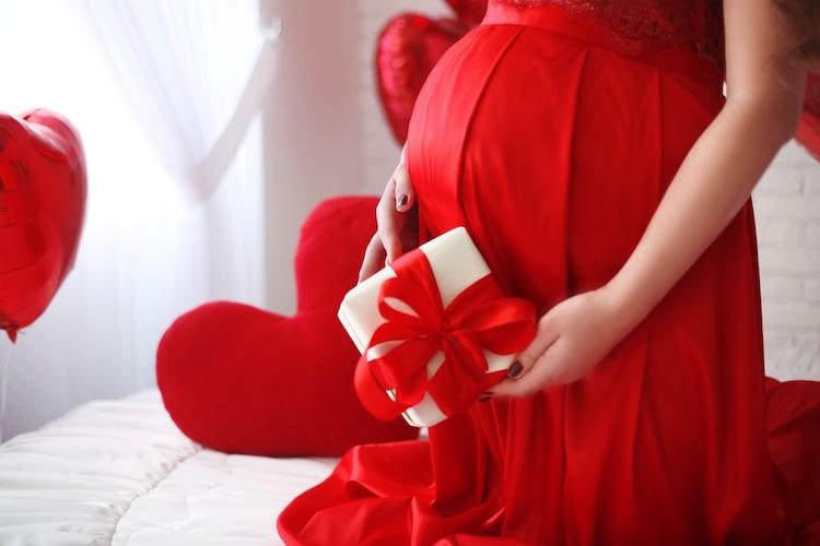 1.ベビー用品は避け、妊婦さんが使えるものを贈ろう