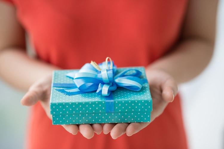 夫への誕生日プレゼントの相場は?
