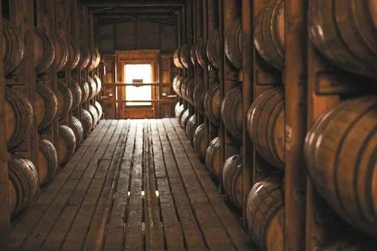 樽の種類|主流はオーク材、独自の工夫がされているものもお好みで