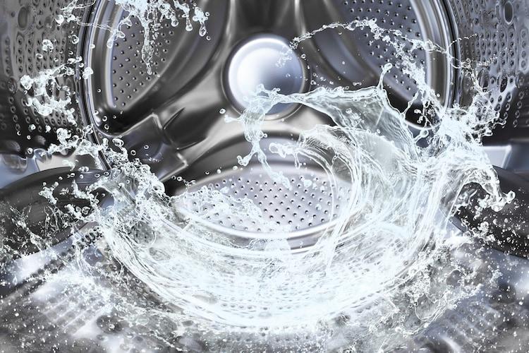 1.水洗いのみ!業務用洗濯機で洗う