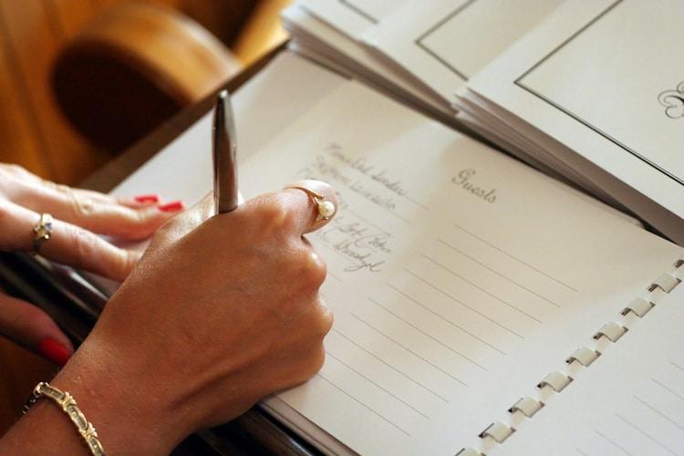 出席確認や住所録に役立つゲストブック