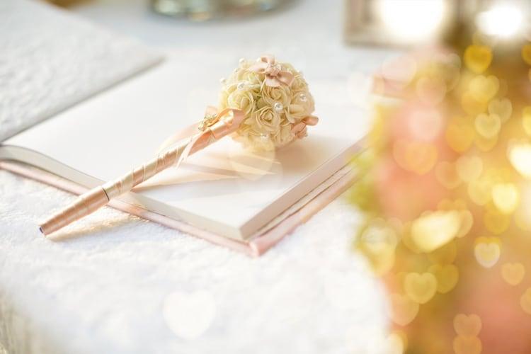 結婚式に使う芳名帳・ゲストブックとは?