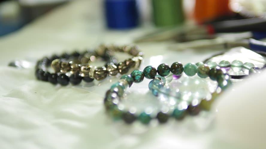 パワーストーンのブレスレットで数珠の代用はできる?
