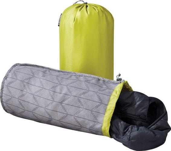 キャンプ用枕の代用品