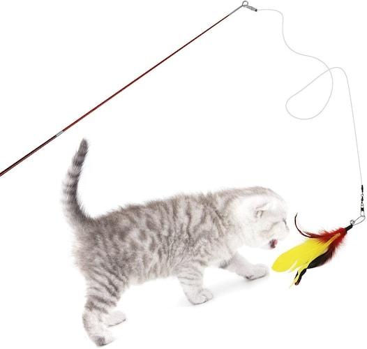 揺れる動きが猫を夢中にさせる「釣り竿タイプ」
