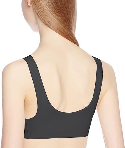 シンプルなデザインのストレッチ生地なら下着のラインがひびかない