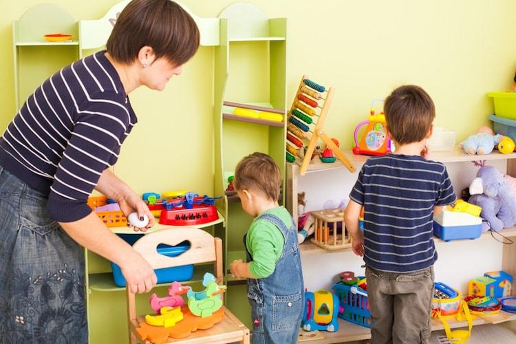 おもちゃ箱を上手に使ってお片付けを覚えよう!