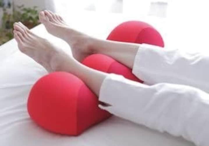 足枕とは?腰痛やむくみに悩んでいる方も必見