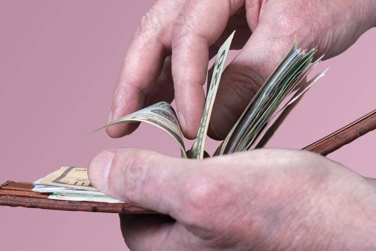 お札の取り出し方 支払い時のマナーもチェック
