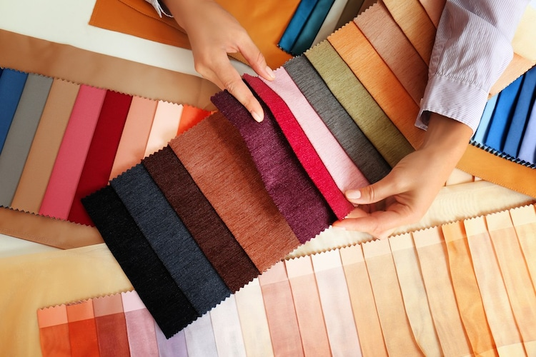 カーテンなどの大物縫いなら「ロングサイズもしくはフルサイズ」
