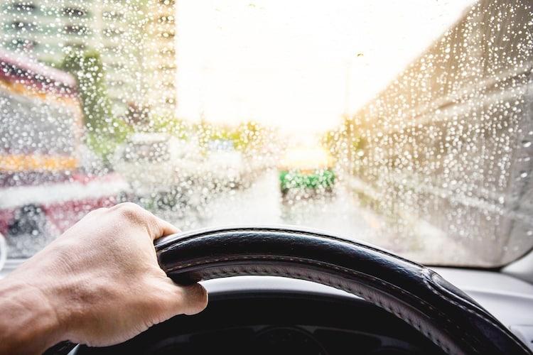 ・ドライ&ウェット性能は、氷上や雪上以外でも使用したい場合にチェック