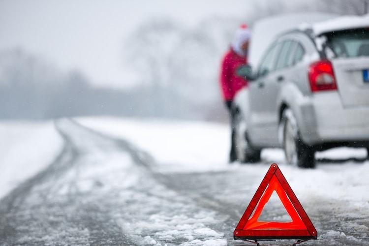 2.深い雪道や凍結路では使えない