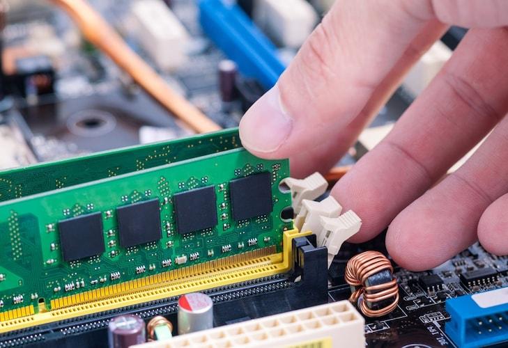 メモリ容量 メモリが大きければ重い作業も可能