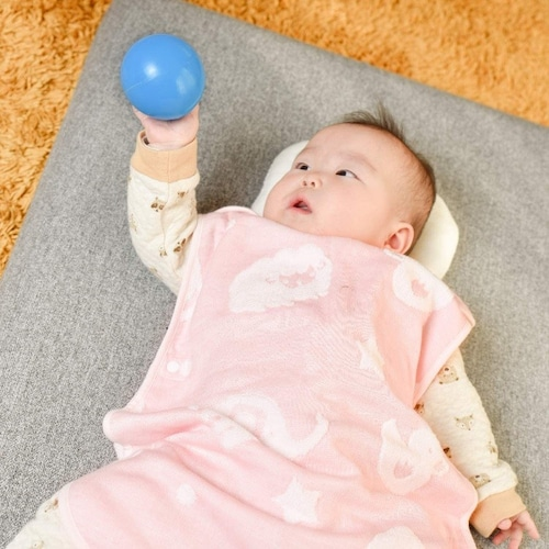 ・横開きは寝かせた状態でも着せやすい!首すわり前の赤ちゃんにおすすめ