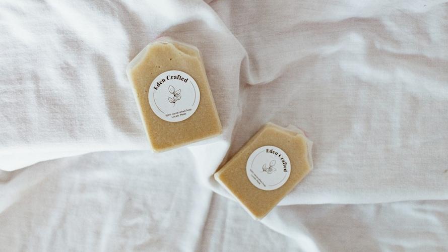 ▼「純石鹸」は界面活性剤不使用で敏感肌にやさしい