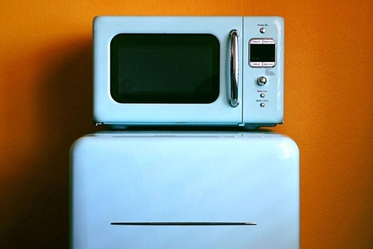 対処法2|冷蔵庫上のデッドスペースを収納として活用