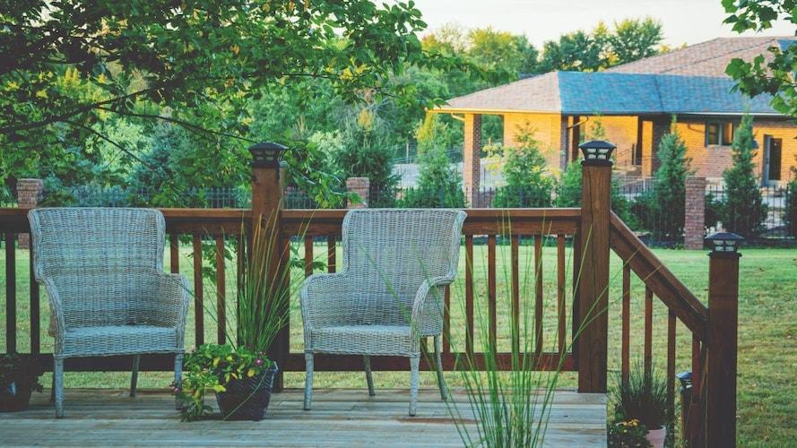 人工芝と併せて庭やベランダに揃えたいおすすめ商品