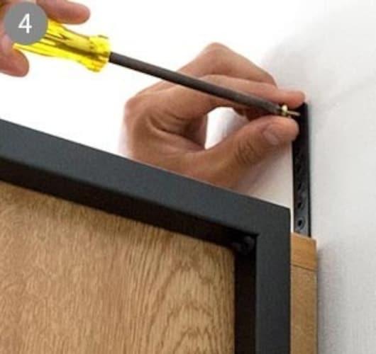 ▼安全性:転倒防止金具やロック付きのものが◎