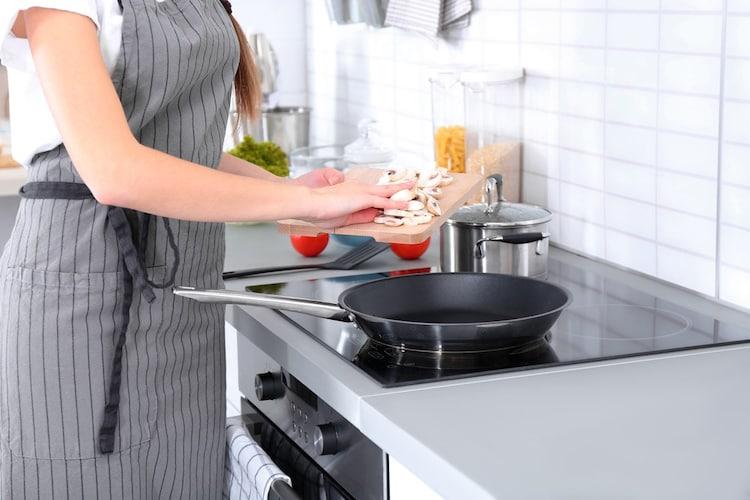 揚げ物鍋はフライパンなどで代用可能?