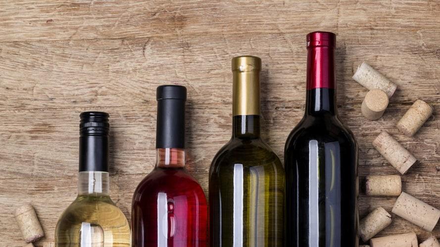 赤ワインとコルクの蓋