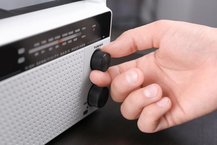受信ラジオの種類|AM?FM?聞きたい放送をチェック