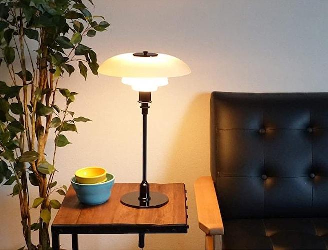 置き型で手軽な「テーブルランプ」