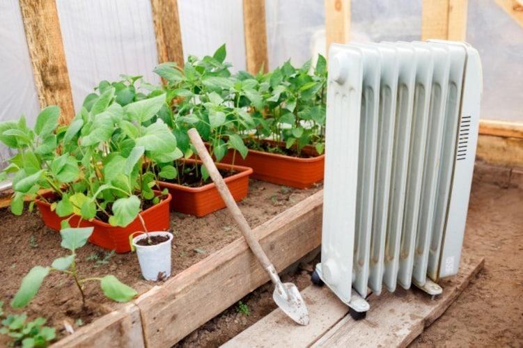 ヒーター|寒さ対策には取付スペースやコンセントがあるものが◎