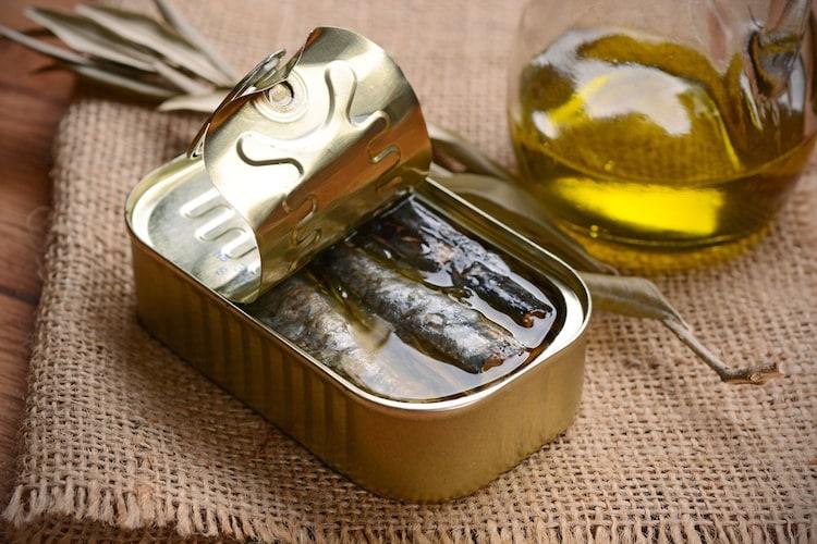 ▼ヒマワリ油漬け:しっかりした塩味でおつまみにおすすめ