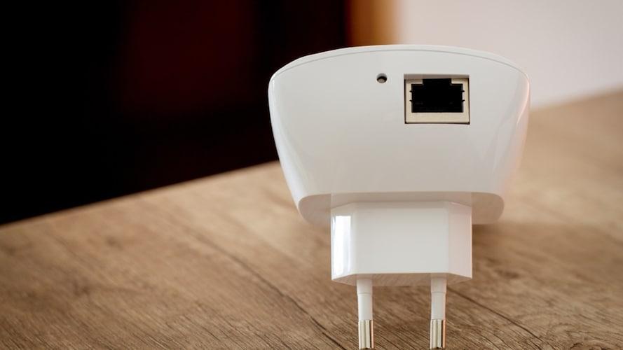 機能|PCやTVを無線化できる「有線LANポート付き」に注目!