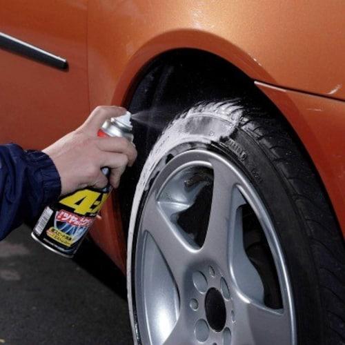 ▼スプレータイプ:吹き付けるだけで簡単、車体に付着したらすぐに拭き取ろう